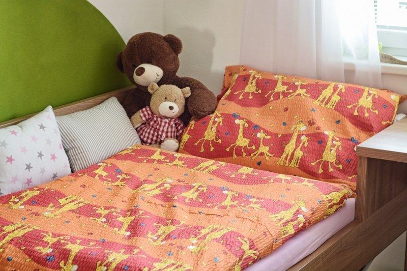 Polášek Holešov Povlečení krep Žirafy oranžové 100% bavlna Oranžová zvířátka 140x200 / 70x90